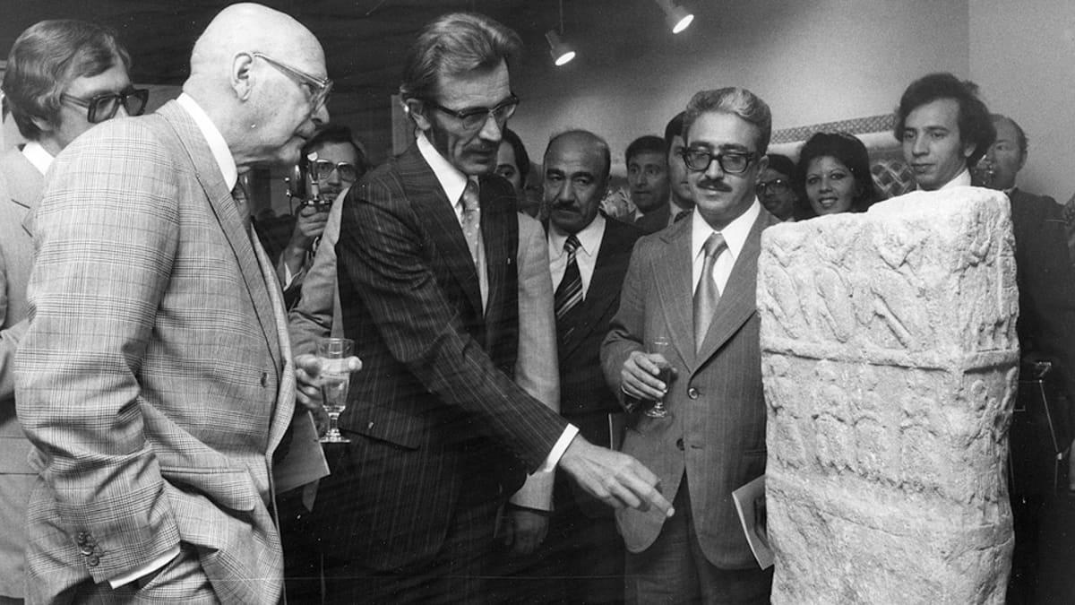 Presidentti Kekkonen osallistui Kaksoisvirranmaan taidetta -näyttelyn avajaisiin Helsingissä elokuussa 1977.