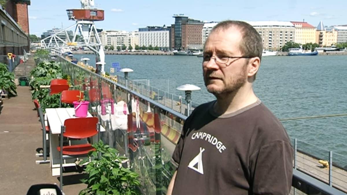 Taiteilija Jussi Kivi.