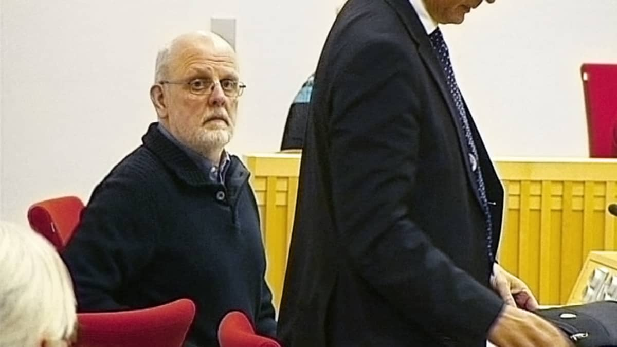 Sture Bergwall oikeussalissa.