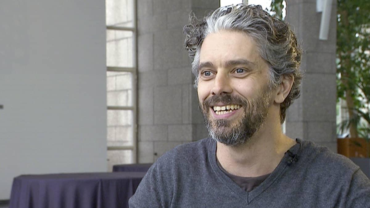 Näyttelijä James Thierrée.