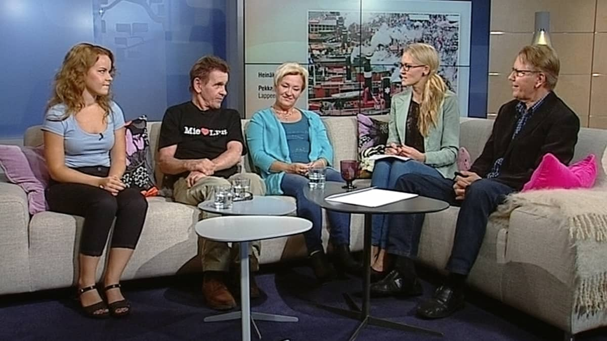 Aamu-tv:n Kesäkuva-kilpailun eri kuukausien voittajat Hanna Åman, Pekka Kokko ja Arja Löytynoja sekä kilpailun tuomari Pekka Punkari.