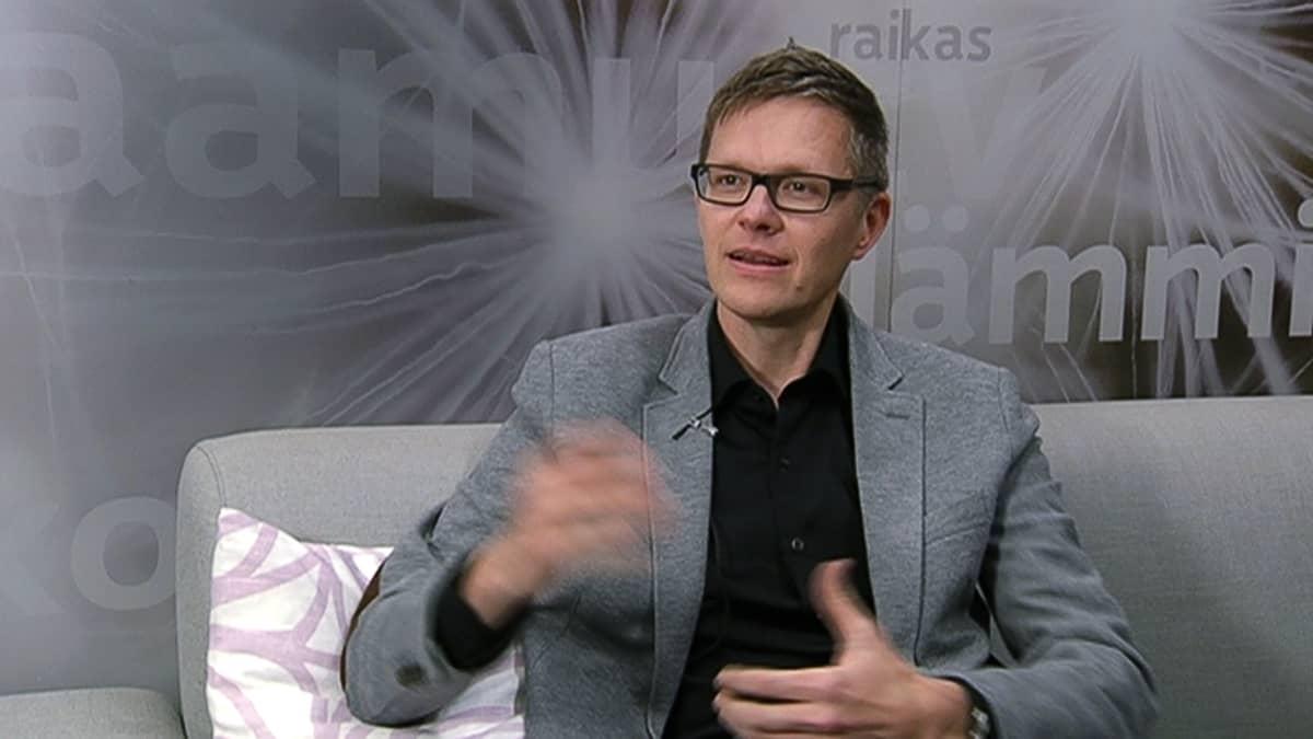 """Warner Musicin tuotantopäällikkö Pekka """"Pequ"""" Nieminen."""