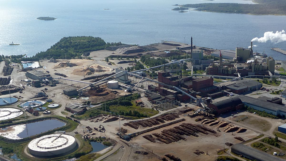 Stora Enson tehdasalue ilmasta kuvattuna