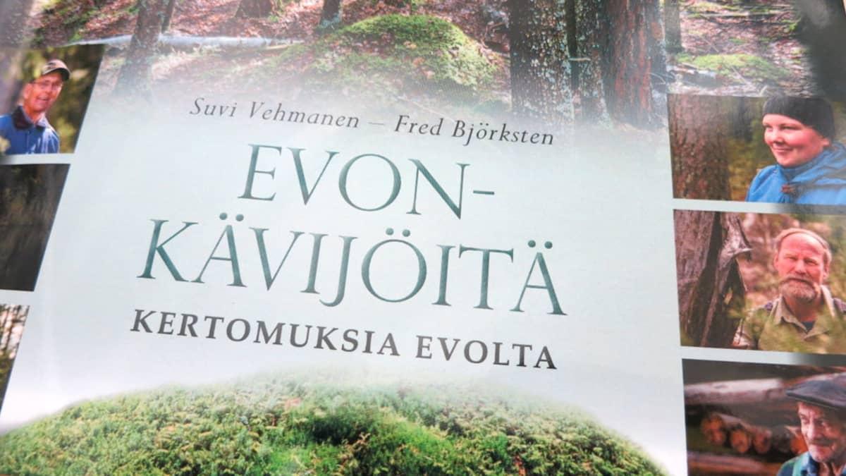 Evon-kävijöitä - Kertomuksia Evolta -kirjan kansi
