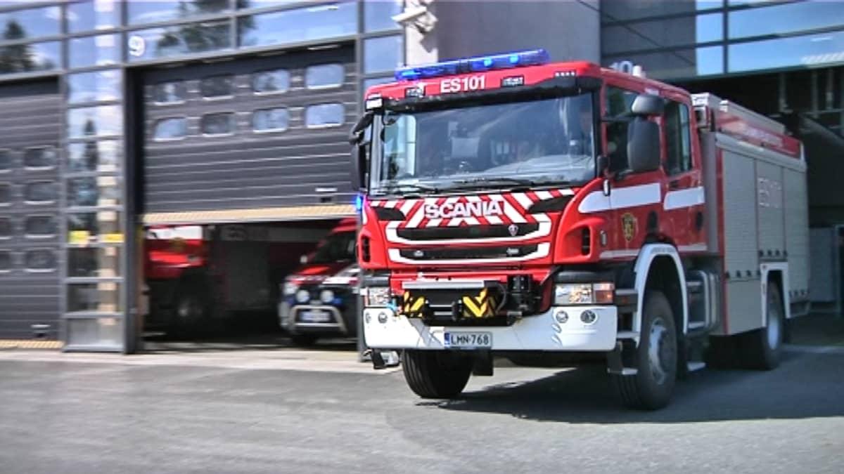 Paloauto lähtee tallista