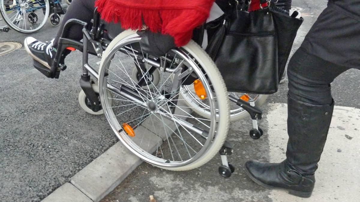 pyörätuoli, esteettömyys, liikuntaeste