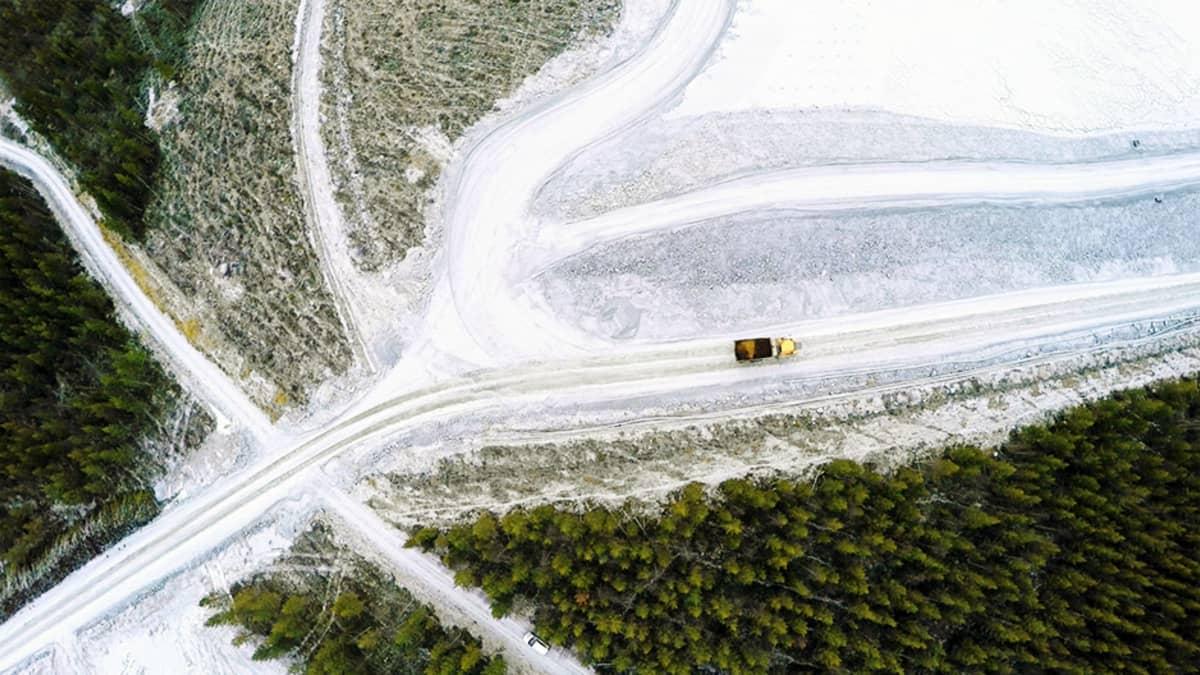 Kuorma-auto Kittilän kultakaivoksella lokakuussa 2015.