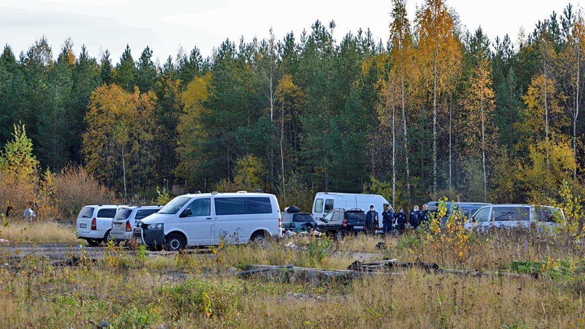 Poliisi tyhjentää romanien leiriä Tampereen Sulkavuoressa