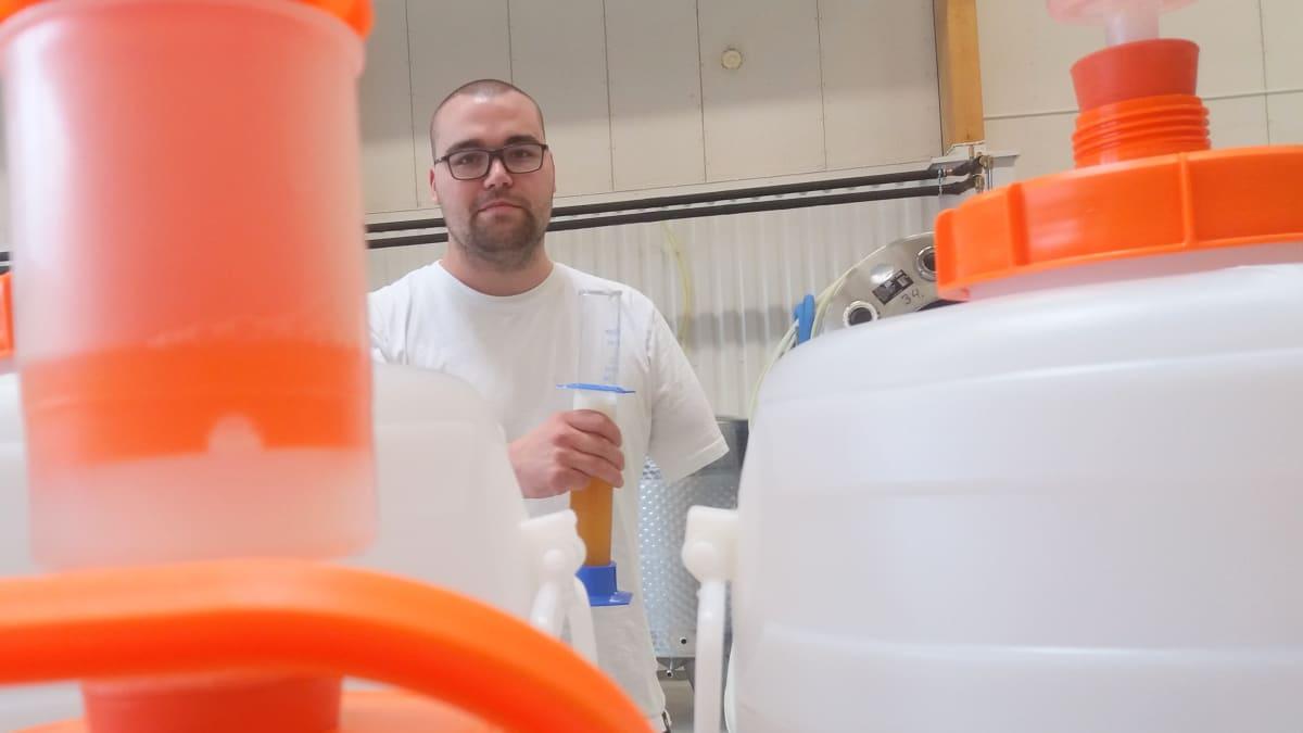 Mäntyharjulla on uusi panimo, Nilkko Brewing. Kuvassa yksi kolmesta osakkaasta, Iiro Heikkilä.