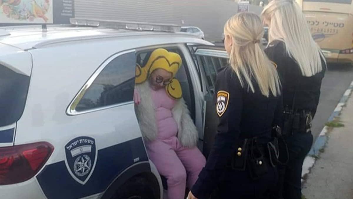 """Poliisit päästivät lopulta taiteilijan vapaaksi. Se oli Shoshkelle pettymys: """"Pidätettynä olisin saanut enemmän julkisuutta."""""""