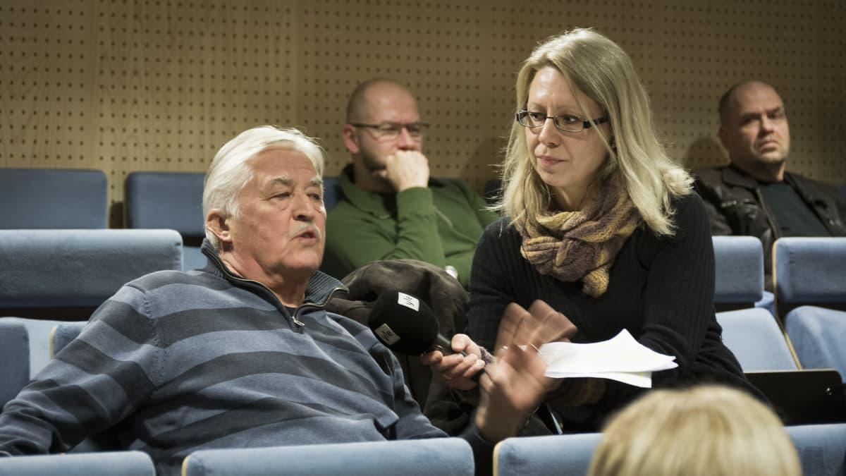 Keskustelua maahanmuutosta -tilaisuus Kokkolan kaupungintalolla.