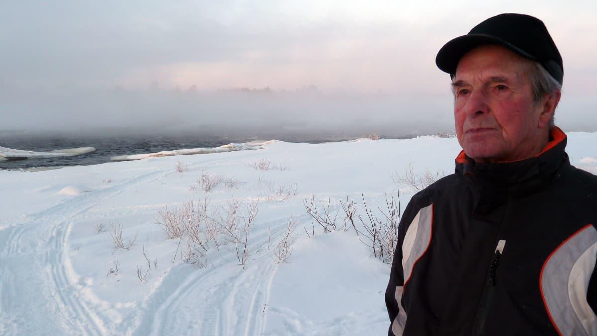 Matti Kanniainen Kukkolankosken rannalla
