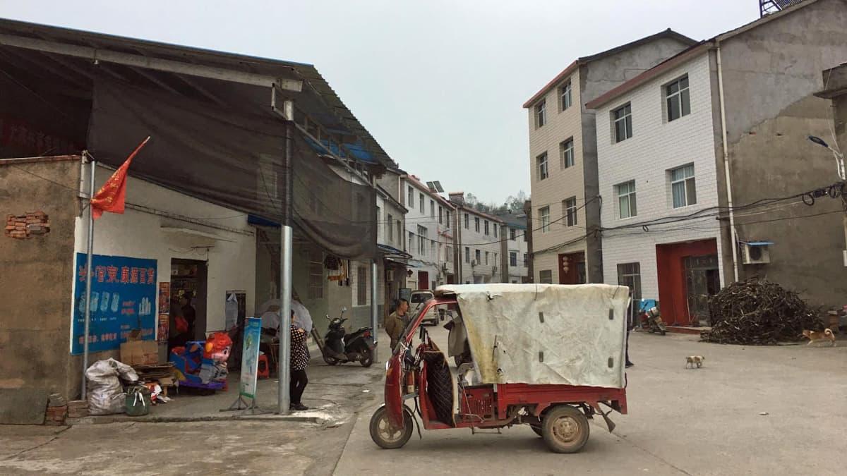 Lingbaon kylä on yksi niistä paikoista, joihin siirrettiin patojärven rannoilta yhteensä 1,3 miljoonaa ihmistä.