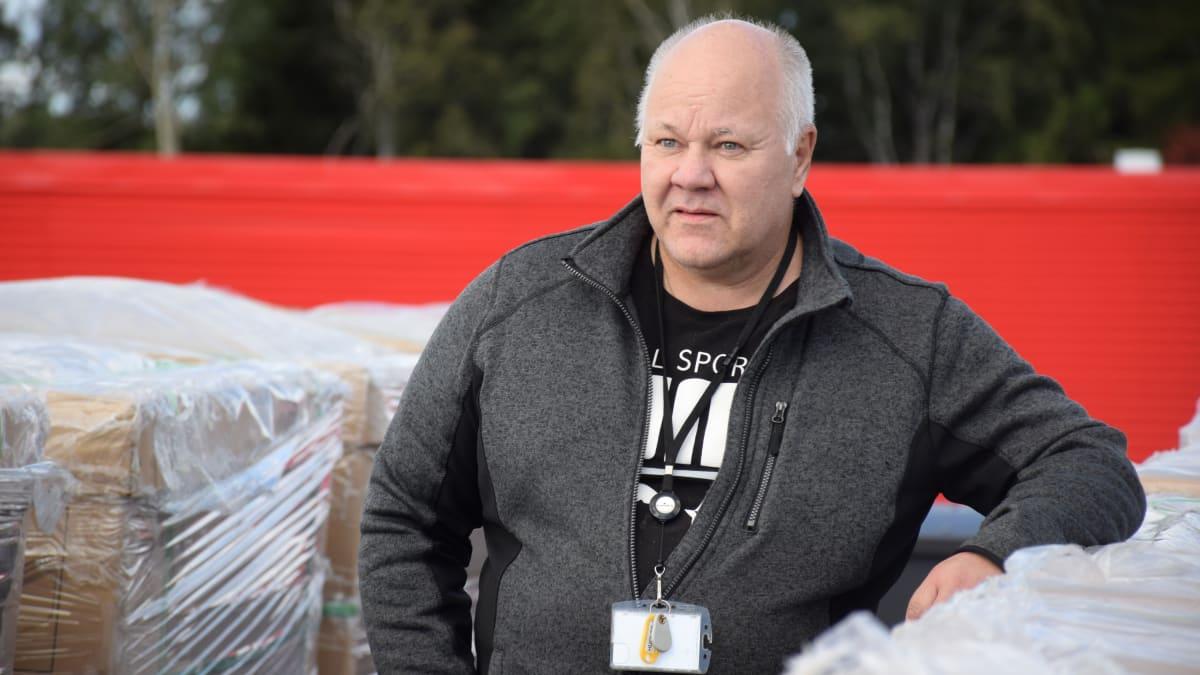 Osuuskauppa Hämeenmaan tekninen isännöitsijä Hannu Tauriainen.