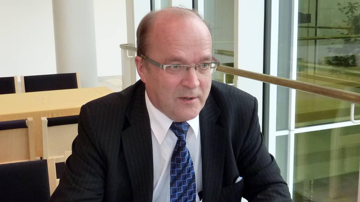 Entinen hallinto- ja kuntaministeri Tapani Tölli.