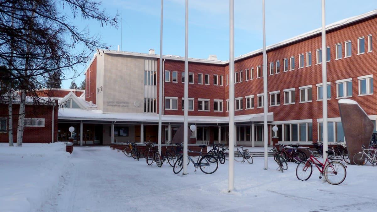 Lapin yliopiston pääsisäänkäynti Rovaniemellä talvella 2010