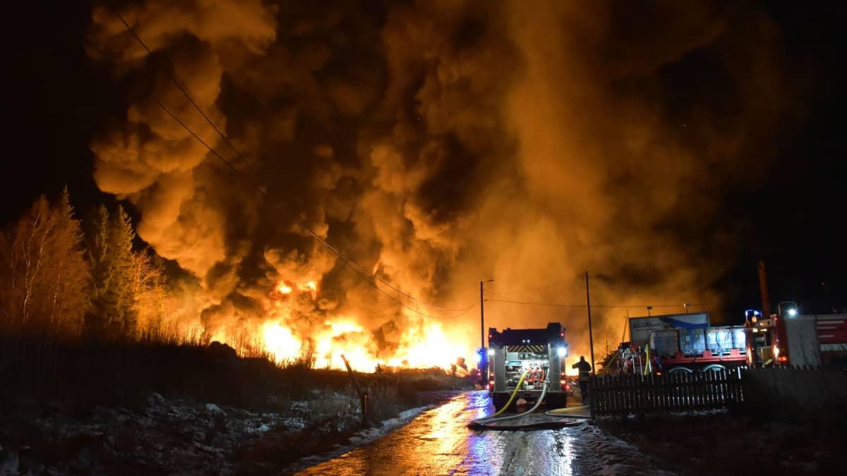 Suomen Käyttömuovi Oy:n tulipalo Pomarkussa.