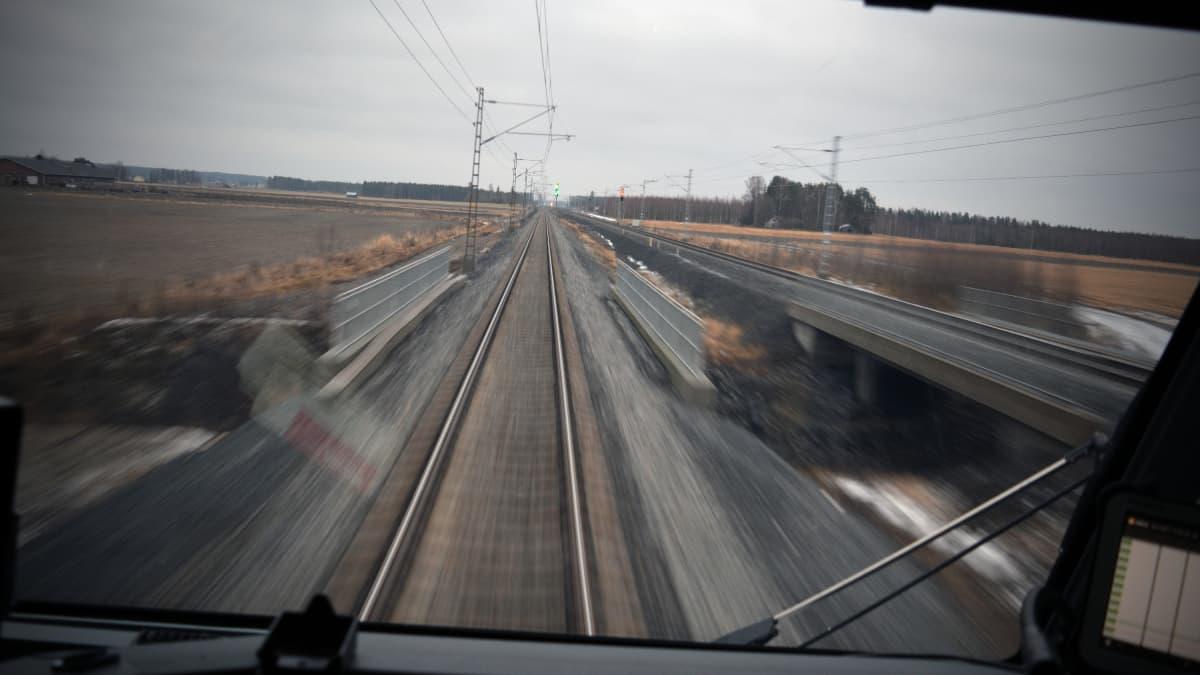 Tältä näytti lakeus Seinäjoki-Oulu-radalta juhlajunan veturista 30.11.2017