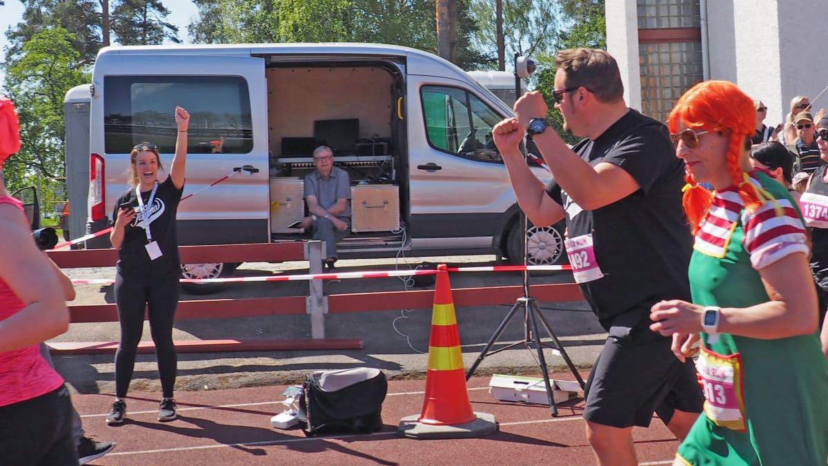 Pullukka Run 2017 -tapahtuman isäntä Sami Hedberg juoksee.