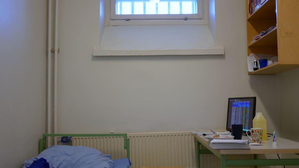 Oulun vankilan sellissä on TV-pääte.