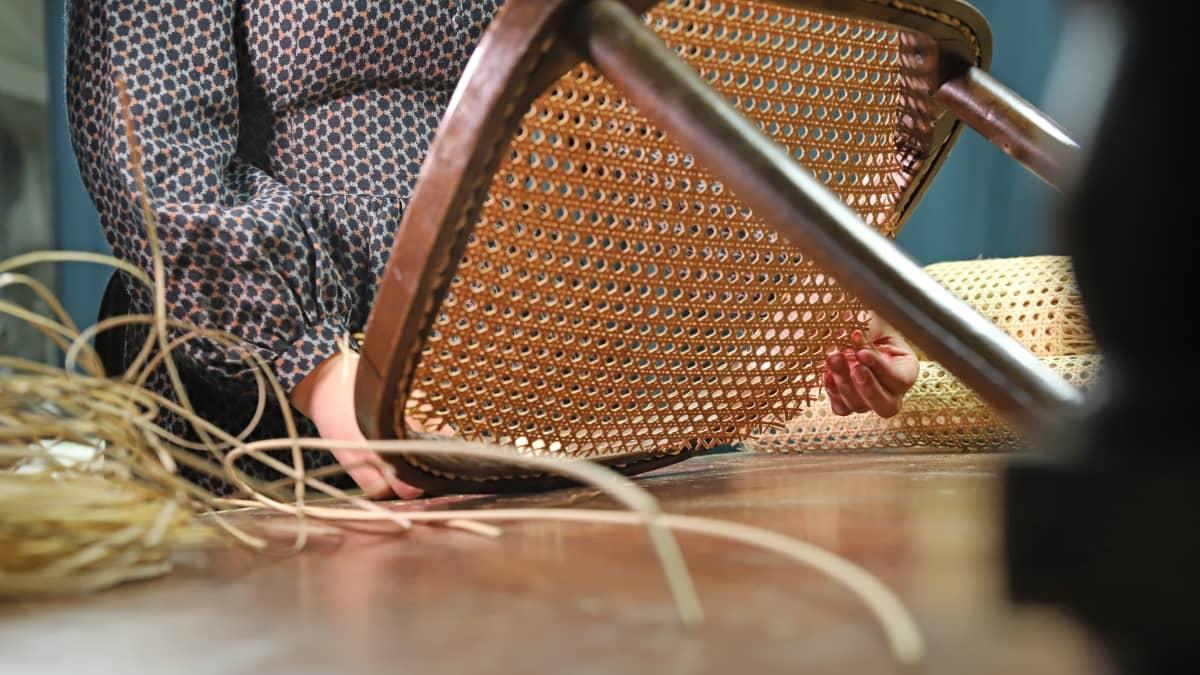 rikkinäinen rottinkituoli