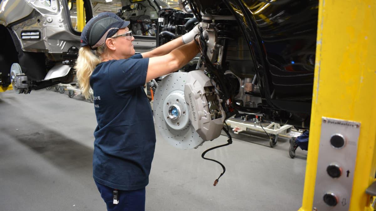 Autotehtaan työbtekijä