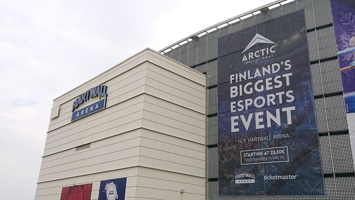 Arctic Invitationalin mainos Hartwall Arenan seinustalla.