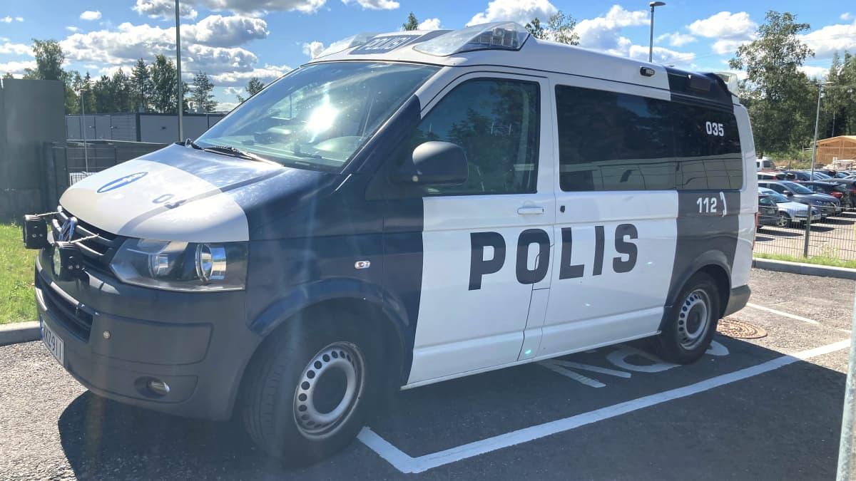 Poliisiauto.