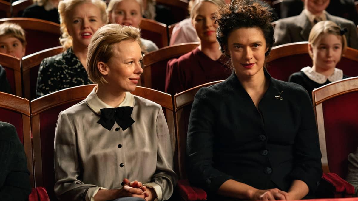 Krista Kososen esittämä Vivica Bandler on Tove Janssonin ensimmäinen suuri rakkaus. Suhde on kipeä, intohimoinen ja kompleksinen.