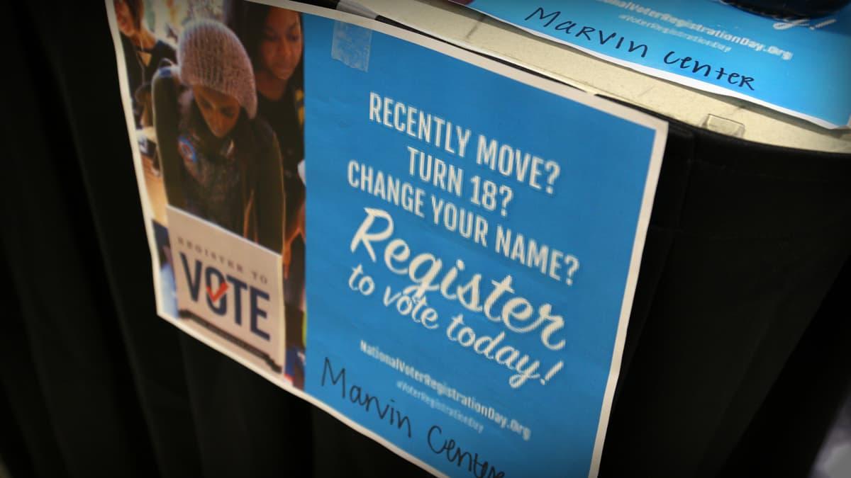 Äänestäjien rekisteröimisen säännöt vaihtelevat eri osavaltioissa. Suurimmassa osassa Yhdysvaltoja on mahdollista kirjautua äänestäjäksi internetissä.