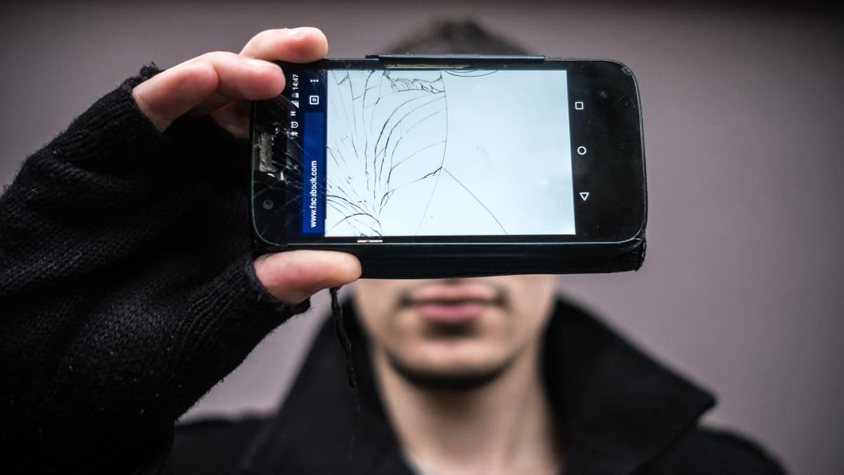 Istanbulilaisen Celilin mukaan sosiaalisen median estot vaikeuttavat arkielämää.