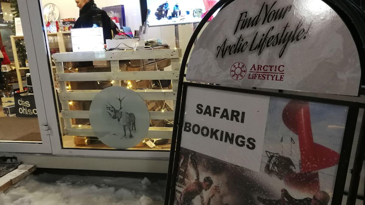 Safariyrityksen mainos Rovaniemellä