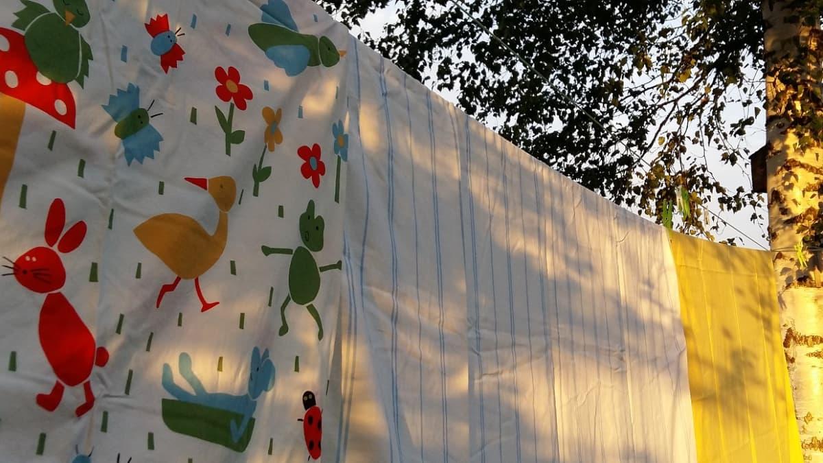 lakanoita pyykkinarulla