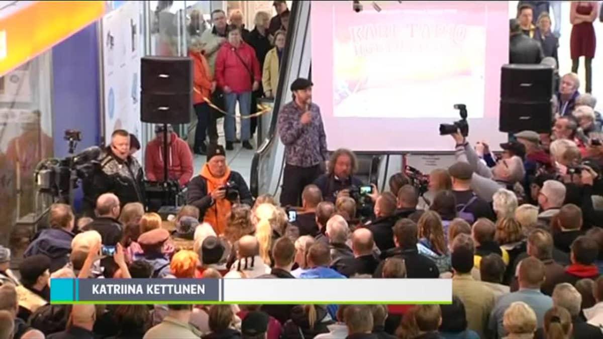 """Uutisvideot: Kari Tapion poika huutokaupasta: """"Huojentunut fiilis"""""""