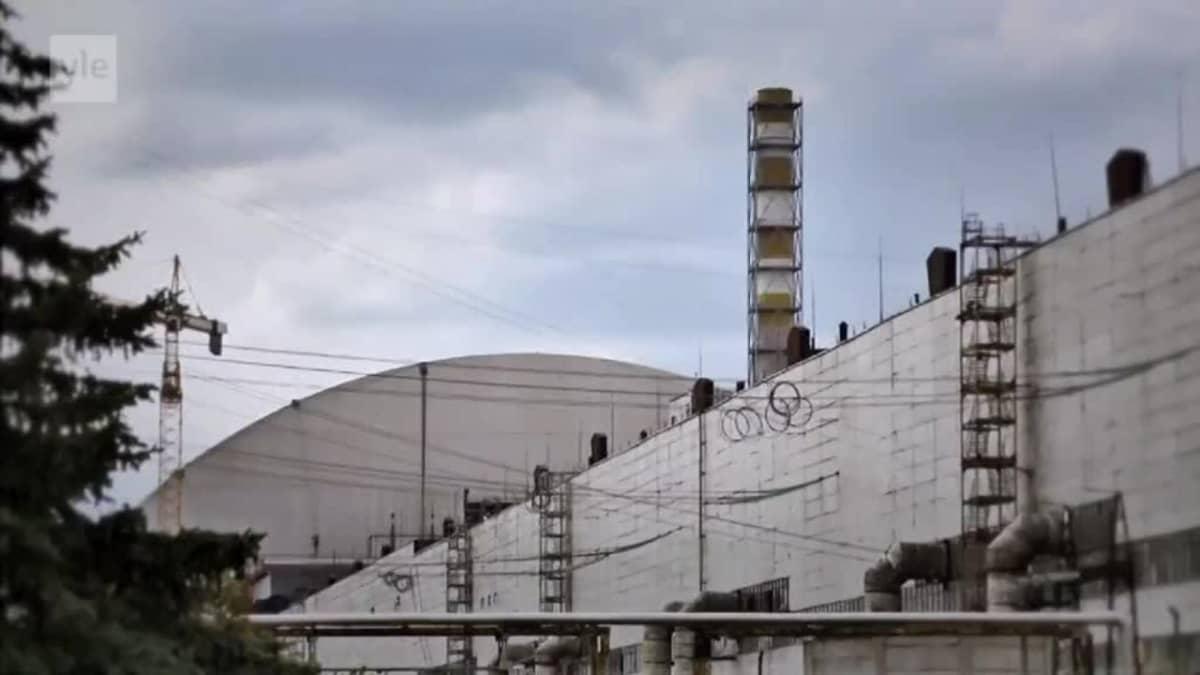 Uutisvideot: Video: Tshernobylin jättimäinen uusi suojakuori valmistui