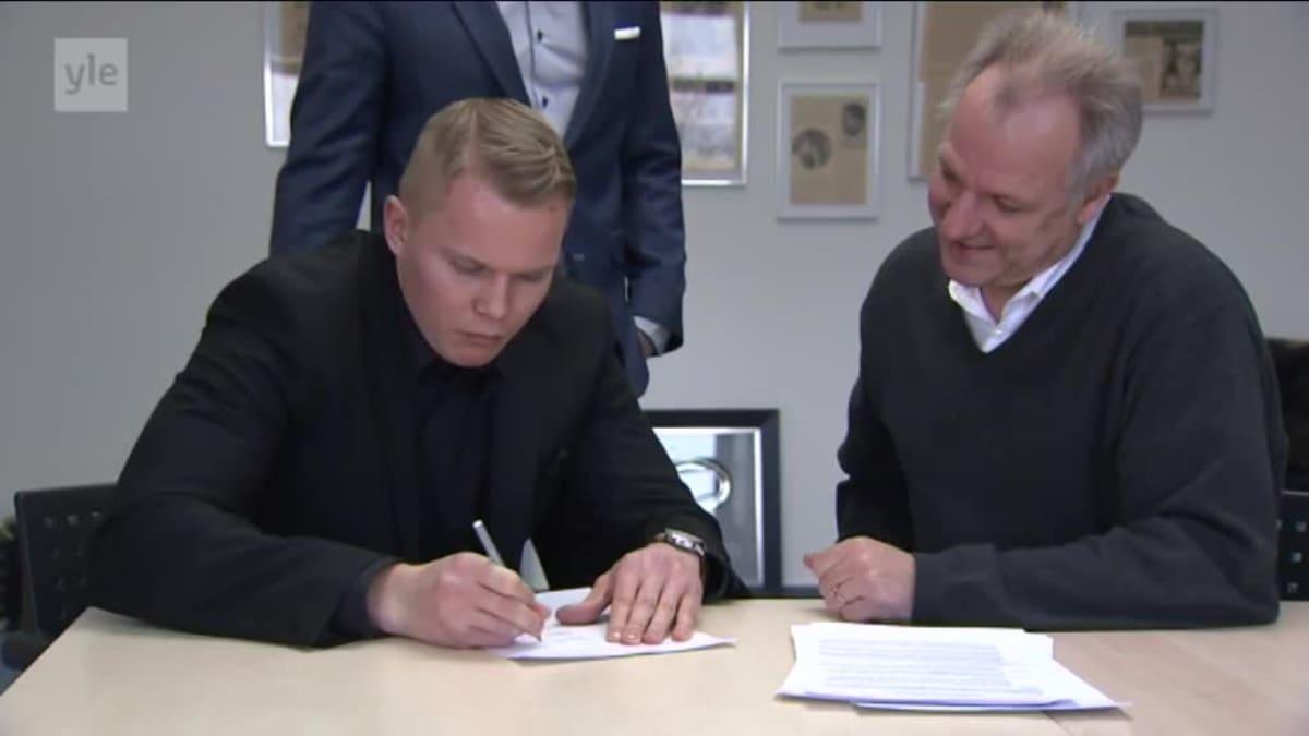 Urheilujuttuja: Honka allekirjoitti sopimuksen Sauerlandin kanssa