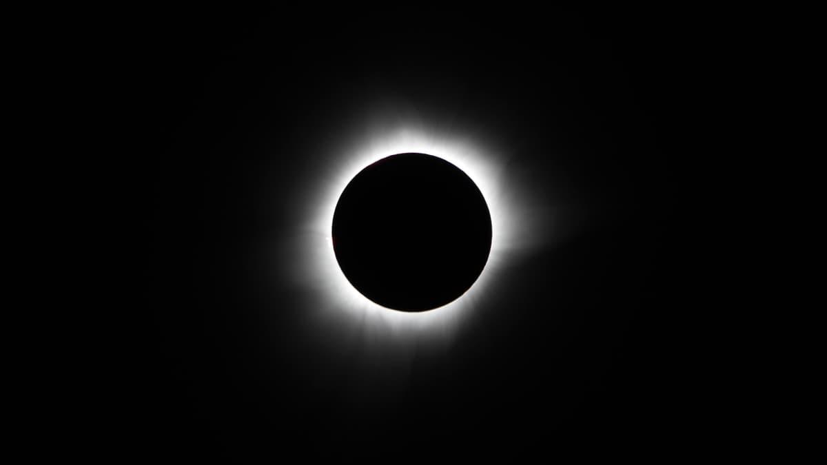 Seuraa Pohjois-Amerikan auringonpimennystä suorana