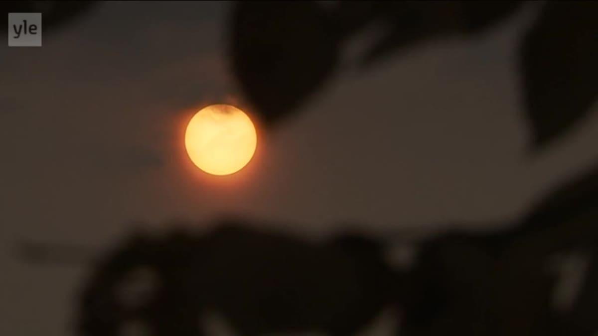 Uutisvideot: Tältä näytti punainen aurinko Helsingissä