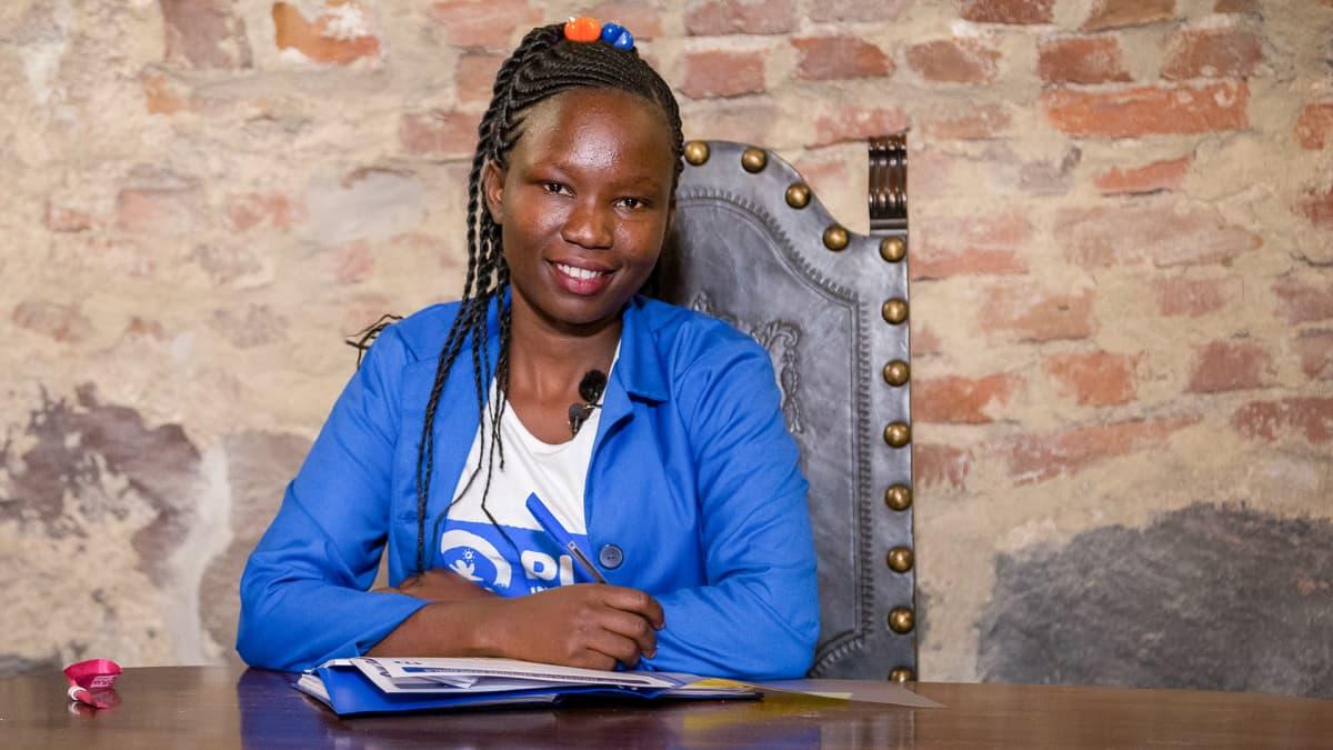 Video: Scovia Alinza antaa äänen Ugandan tytöille