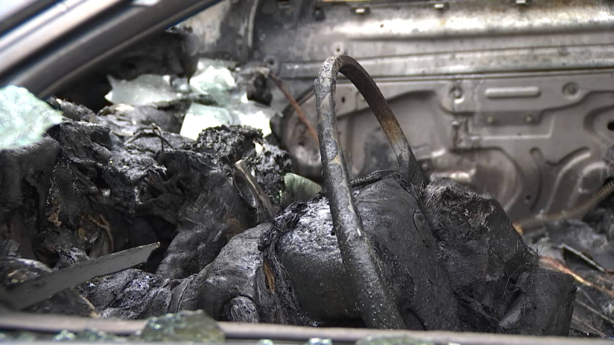 Autoja paloi pääkaupunkiseudulla