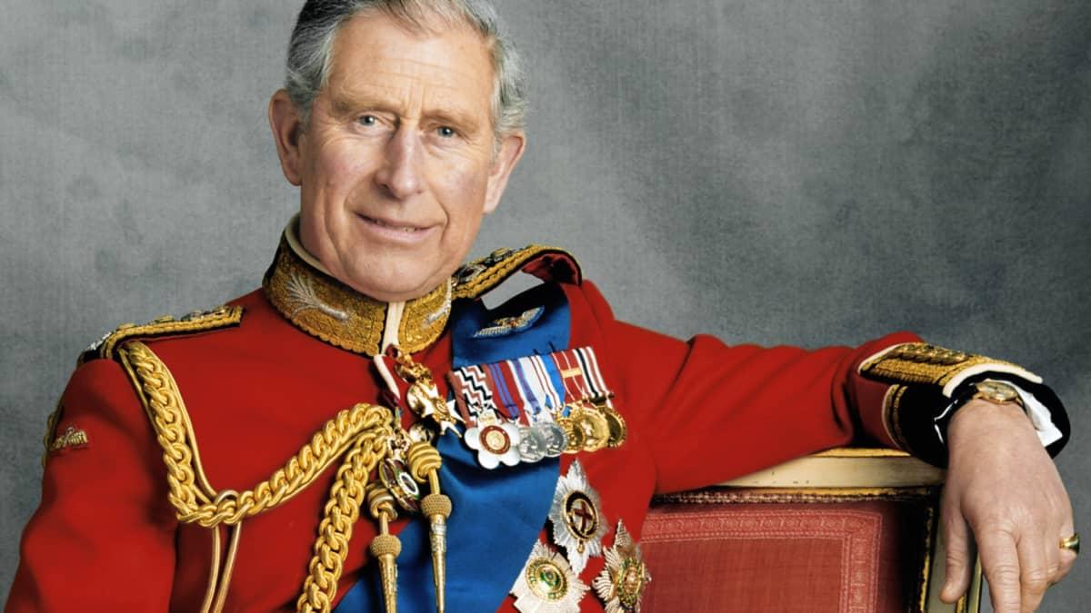 Onnea, Charles!  Katso maailman tunnetuimman prinssin elämä kuvina vauvasta vaariksi
