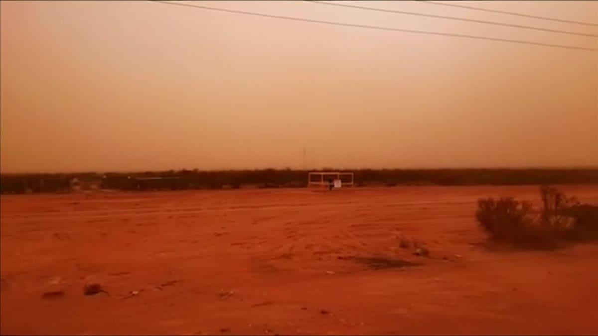 Hiekkamyrsky peitti taivaan Australiassa