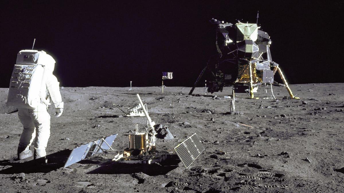 Neil Armstrong astui Kuun pinnalle 50 vuotta sitten - katso historiallinen hetki uudelleen