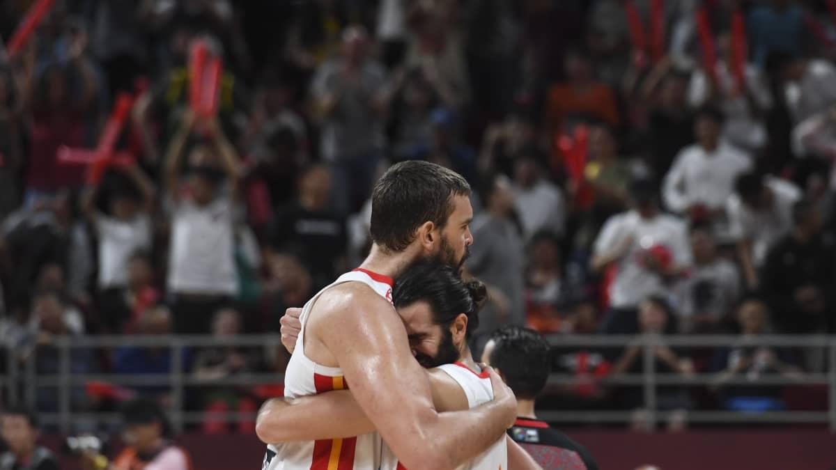 Espanja eteni dramaattisesti koripallon MM-kisojen finaaliin – Katso toiselle jatkoajalle venyneen koitoksen kohokohdat!