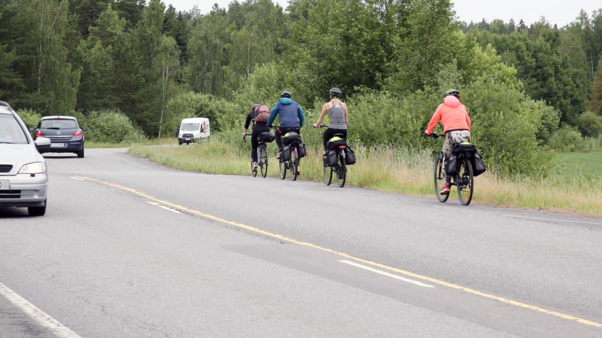 Pyöräily saaristossa on senttipeliä