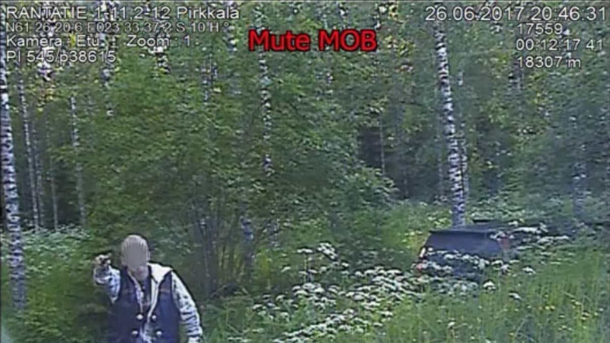 Poliisi kohtasi aseistautuneen miehen Pirkkalassa kesällä 2017
