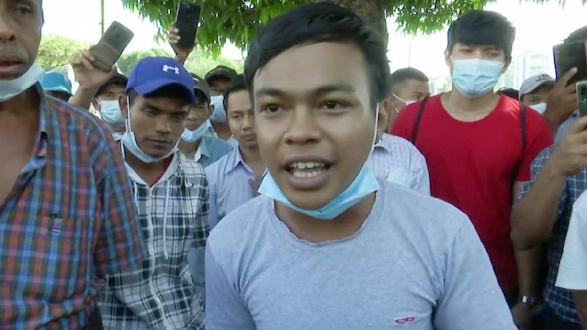 """""""Opettelemme lentämään ja nyt armeija katkaisi siipemme"""", sanoo myanmarilainen opiskelija"""