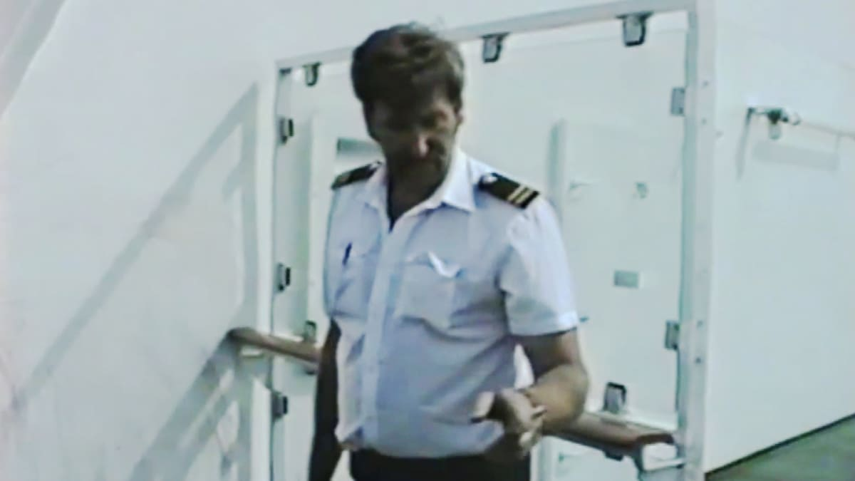 Poliisi tutkii Viking Sallyn rikospaikkaa laivalla