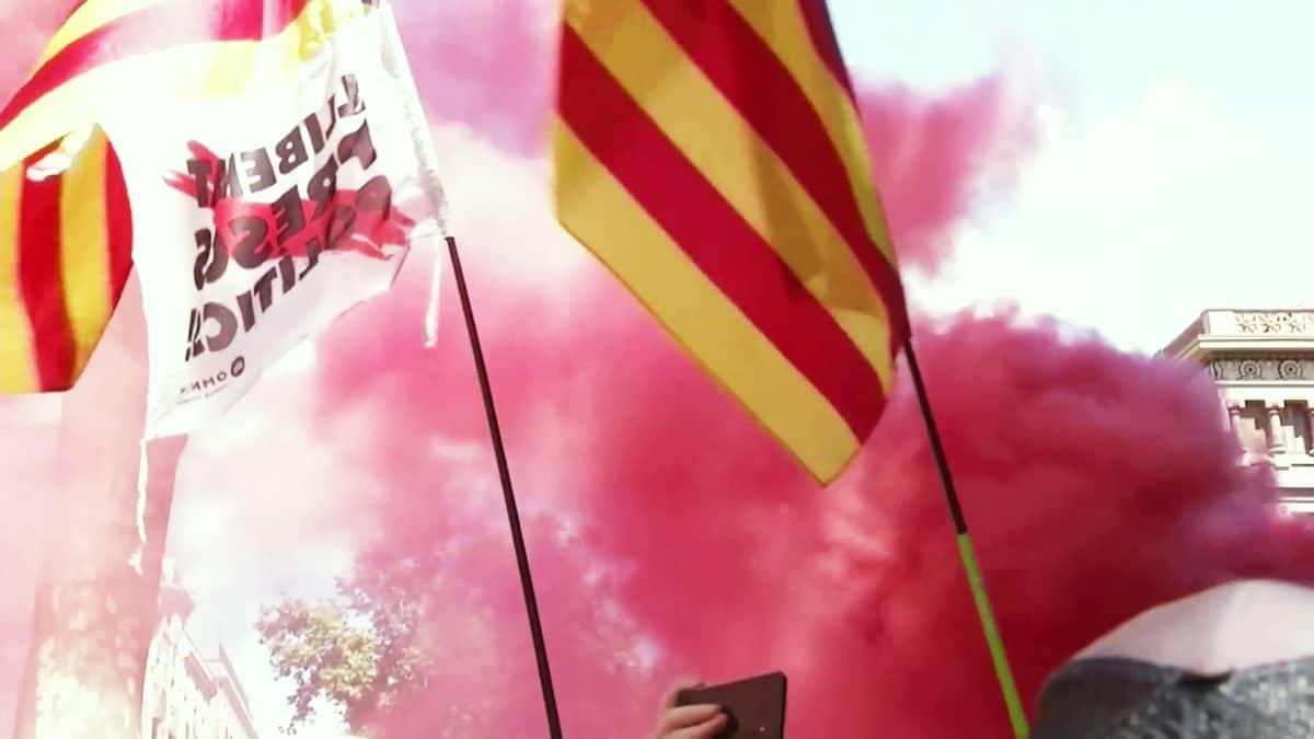 Mielenosoittajat antoivat tukensa katalaanijohtajien vapauttamiselle