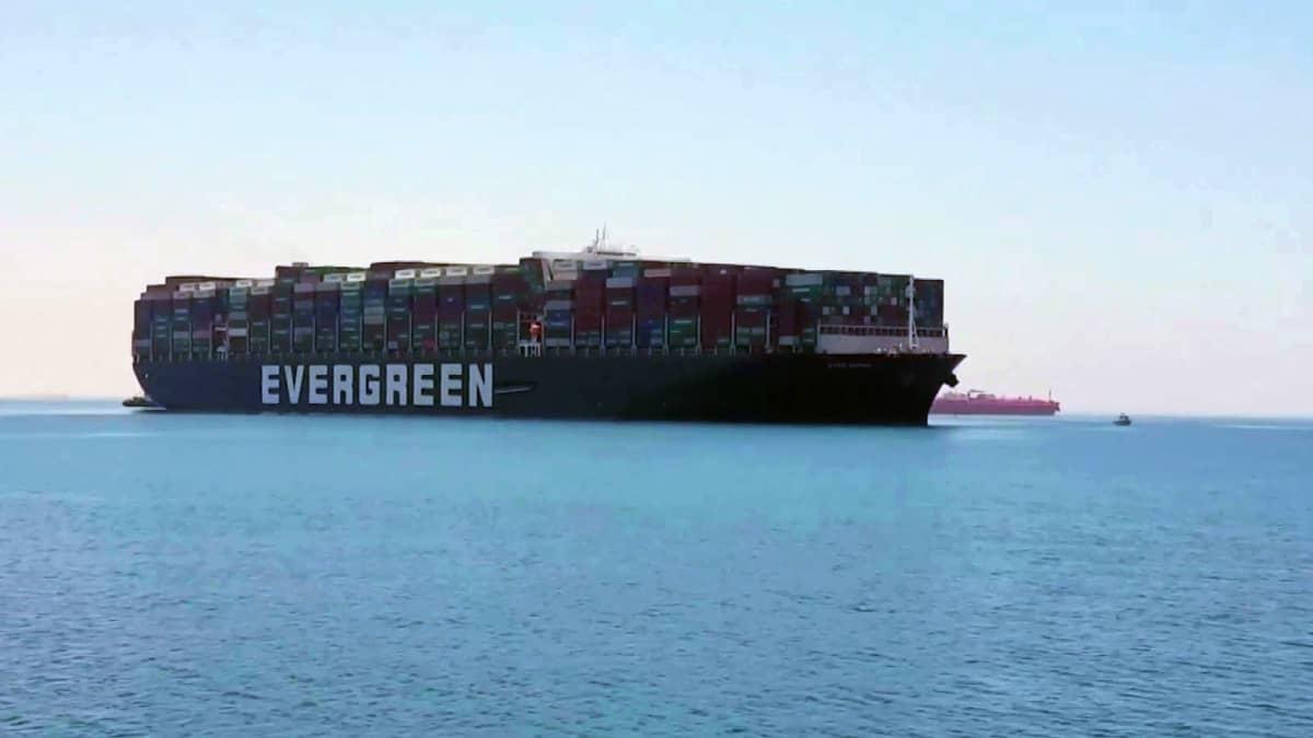 Suezin kanavan tukkinut alus pääsi viimein jatkamaan matkaansa